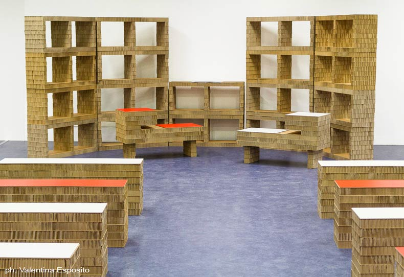 Muebles reciclados y reciclables para biblioteca revista for Muebles de biblioteca