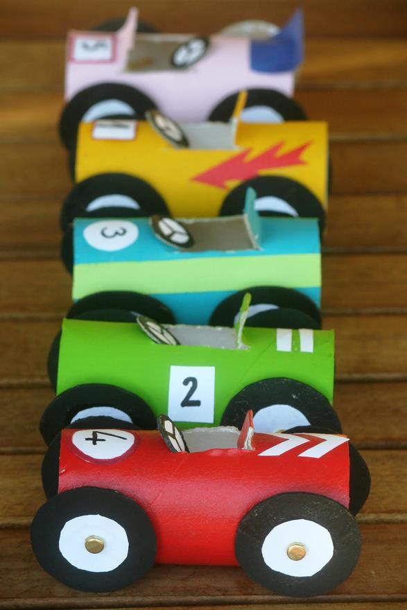 coches con tubos de papel higienico