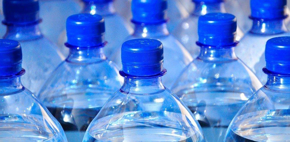 agua embotellada fugas de dinero comunes