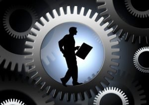 re-imaginar-educacion-hombre-en-sistema