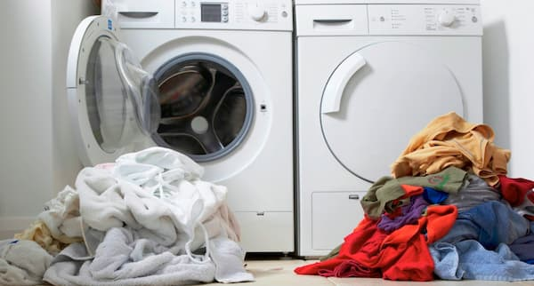 clasificar la ropa antes de lavar